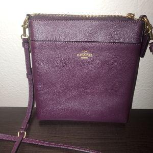 Crossgrain Leather Messenger Crossbody Bag